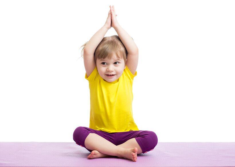 a193be49a6 Ha már egy kismama a várandósság ideje alatt elkezd jógázni, semmiképp sem  szabadna abbahagynia, sőt a legjobb, ha a gyermekkel folytatja ezt a  mozgást.